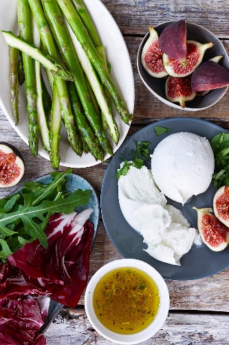 Green asparagus, burrata, figs, arugula, radicchio and salad dressing