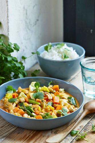 Cauliflower, mango and sweet potato curry with a rice garnish