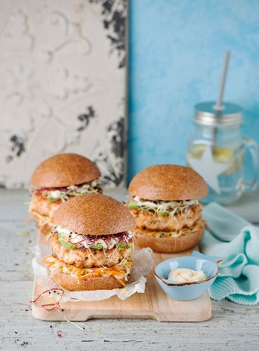 Salmon burgers with cabbage and avocado
