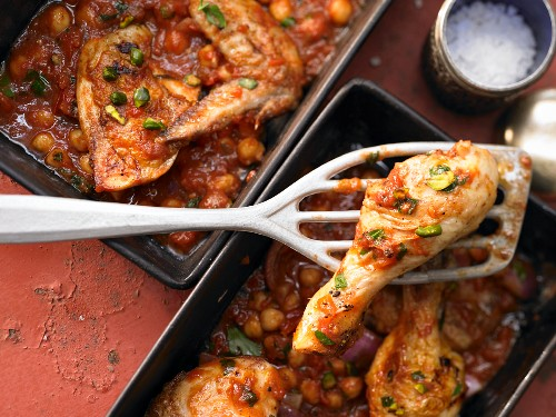 Oven cooked chicken with chickpeas, pistachios and red onions (Orient)