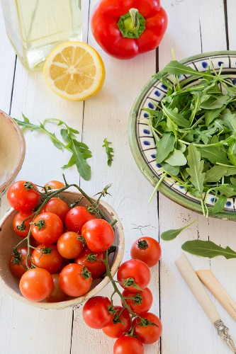 Rocket, tomatoes, peppers, lemon and oil