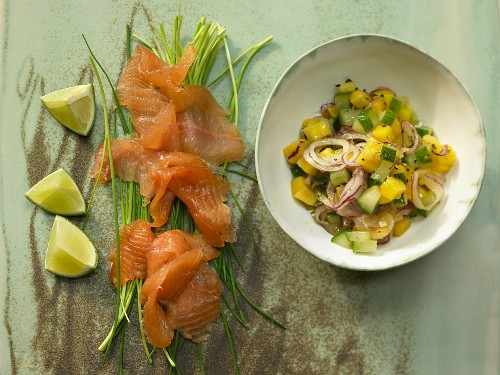 Smoked salmon with a cucumber and mango salad