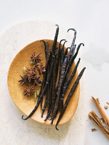 Vanilla pods, star anise, cardamom and cinnamon bark