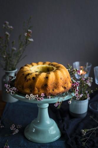 Gugelhupf with flowers on cake rack