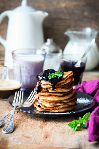 Quark pancakes with blueberry sauce
