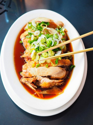 Chinese drunken chicken recipe with ginger and spring onions (China)