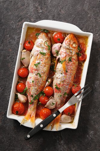 Red mullets stuffed with cherry tomatoes and garlic