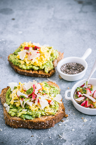 Toast with scrambled eggs, radishes and chia seeds