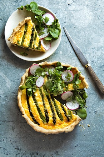 Quiche with asparagus, chicken, feta cheese and watercress radish salad