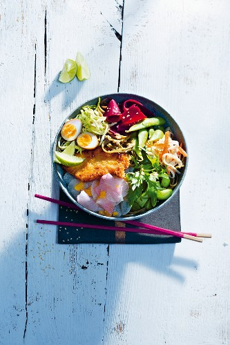 A summery Asian bowl with soba noodles, quail eggs and chicken schnitzel