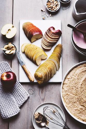 Paleo-Vanillekuchen mit Äpfeln und Birnen zubereiten