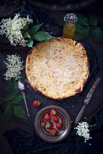 Strawberry and elderberry streusel cake (vegan)