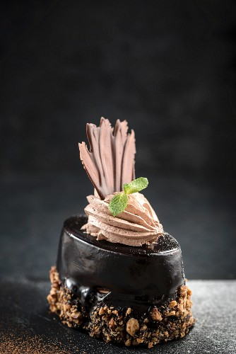 Chocolate tart with chopped nuts