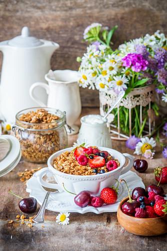 Honey granola with berries