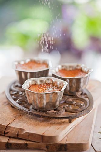 Small orange and almond cakes