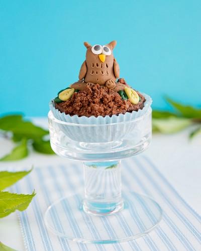 A cupcake with a fondant owl