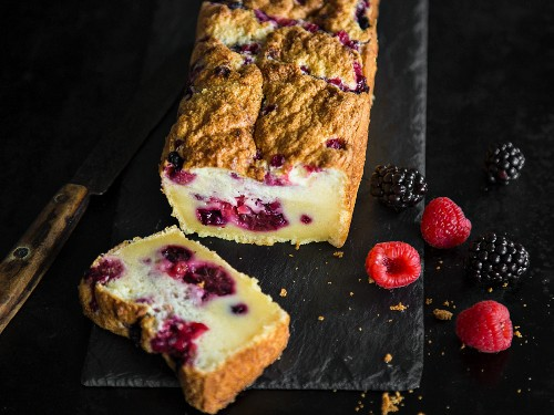 Loaf cake with fresh berries