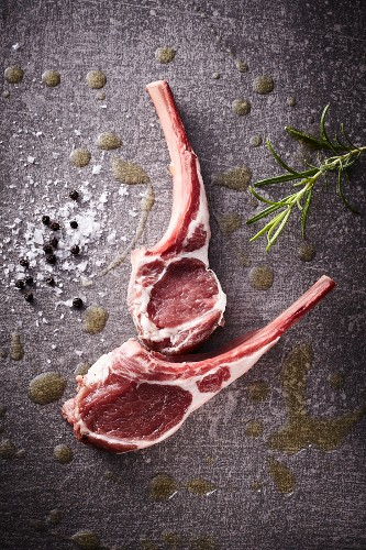 Raw lamb chops with rosemary, salt and pepper