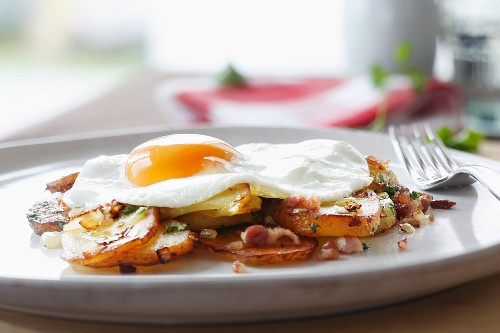 Fried potatoes with fried egg