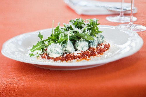 Spinach gnocchi with rocket and tomato sauce