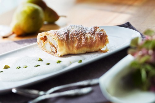 Pear and nut strudel with vanilla espuma