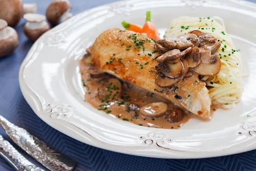 Corn-fed chicken breast with mushroom sauce and spaghetti