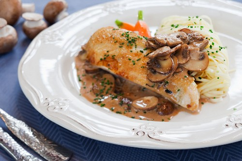 Corn-fed chicken breast with mushroom sauce and spaghetti