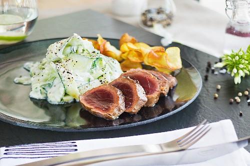 Teriyaki tuna fillet with cucumber salad and potato chips