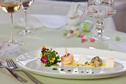 Scampi mit buntem Blattsalat zu Ostern