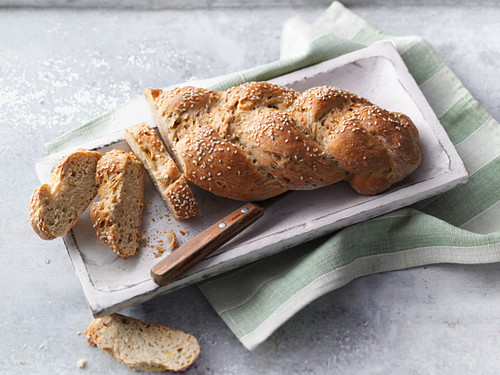 Sugar-free plaited bread sweeten with stevia
