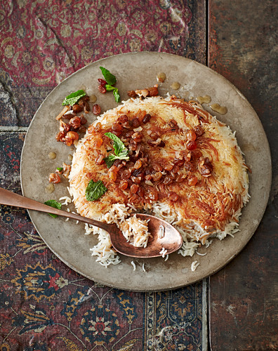 Reschteh Polo – Persian rice and pasta dish with raisins for Nowruz (Iranian New Year)