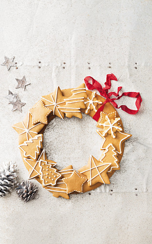 A wreath of gingerbread with a red ribbon for Christmas