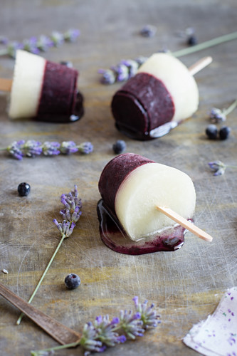 Lavender and blueberry ice lollies