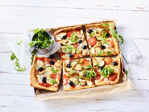 Vegetarische Pancake-Pizza mit Rucola