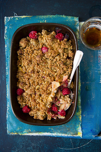 Apple and raspberry crumble in a baking dish (seen from above)