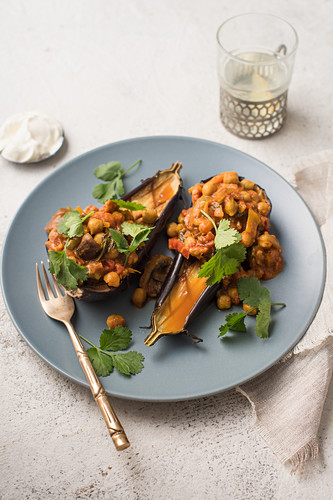 Roasted aubergine with vegeterian curry and coriander