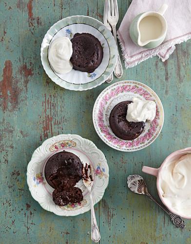 Lava cakes with cream