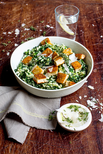 Spinach risotto with grilled cheese