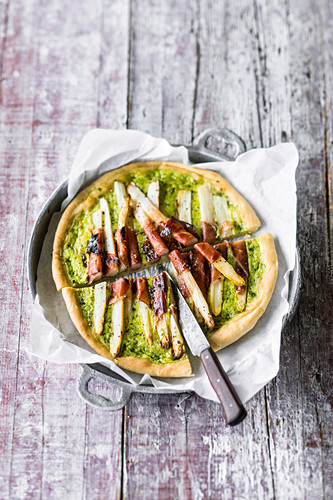 Pan-fried wild garlic and asparagus tart