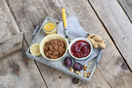 Nut-millet with plum compote (five element cooking)