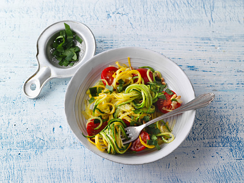 Vegan courgette pasta with purslane and pine nuts