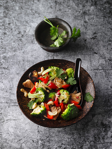 Quick stir-fried vegetables with cashew nuts and coriander