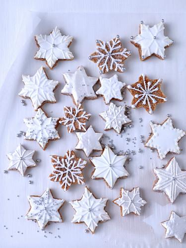 Cinnamon stars with white icing