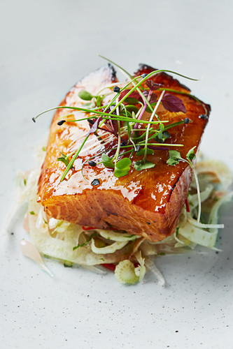 Black cod on a base of fennel and pomelo