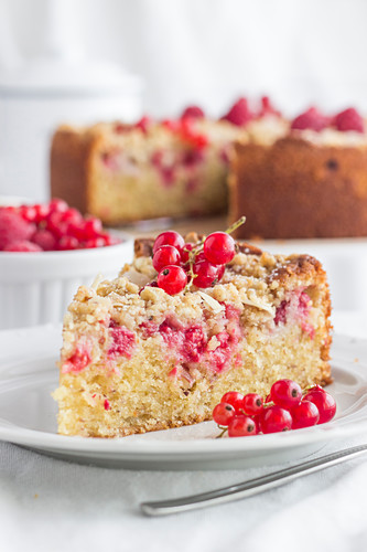 Juicy almond and redcurrant crumble cake