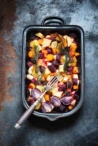 Colourful, winter, oven-roasted vegetables (vegan)