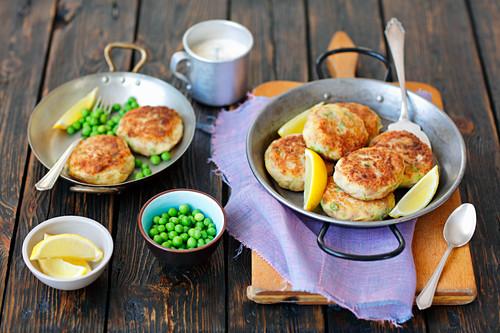 Tuna and potato cakes with green peas