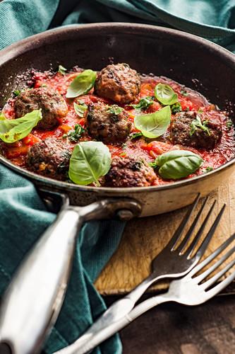 Pork meatballs with tomato sauce and basil