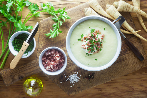 Hamburg root soup with bacon