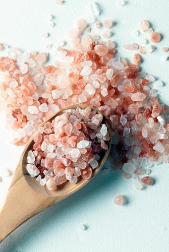 Himalayan pink salt on wooden spoon